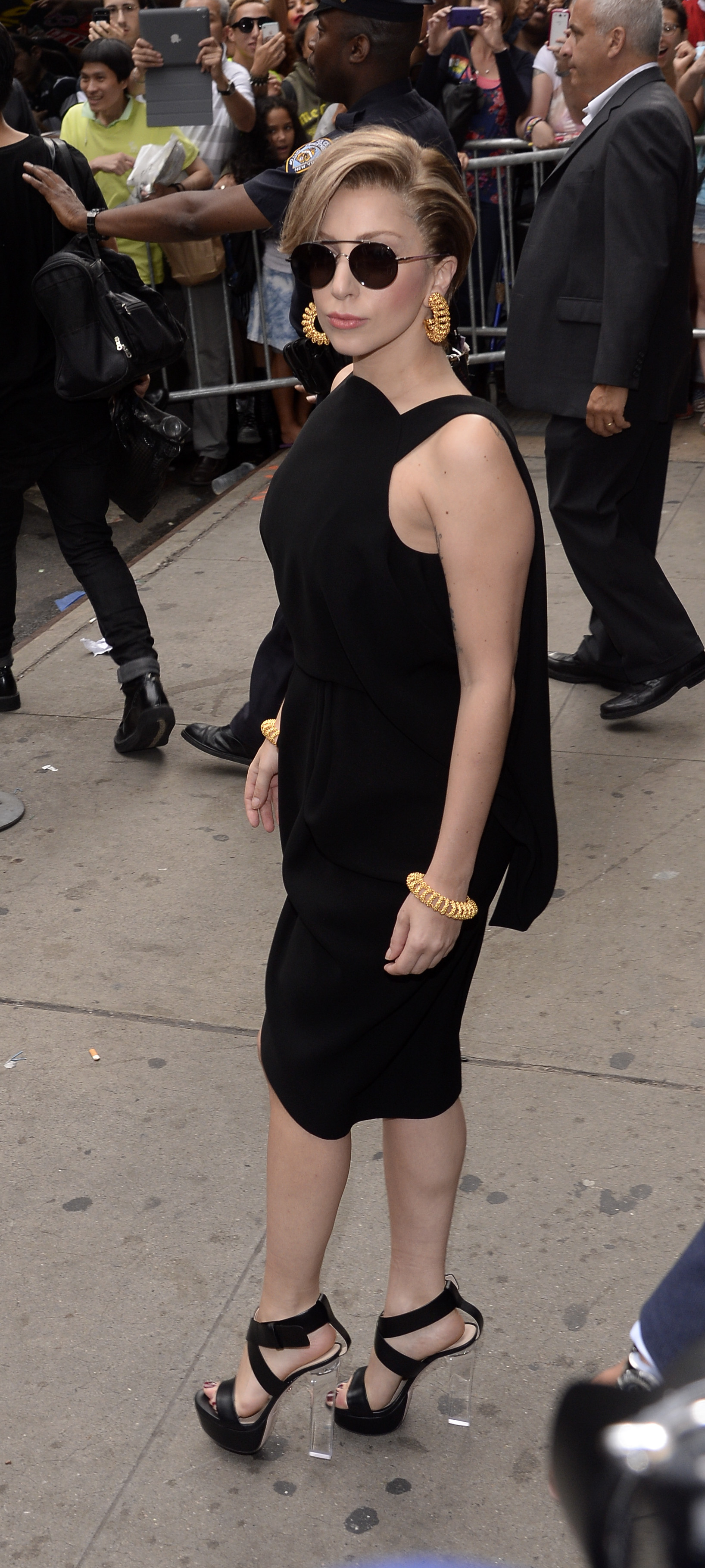 Lady Gaga - Ruthie Davis - New York - 2013.jpg