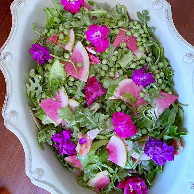 Happy Easter!🐣🌸 greens, fresh peas, watermelon radishes, @primalkitchenfoods green goddess dressing 🥗