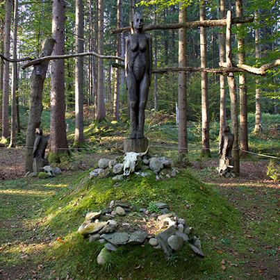 Keltenwelt nude female statue