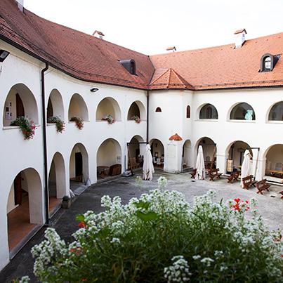 Metlika museum courtyard