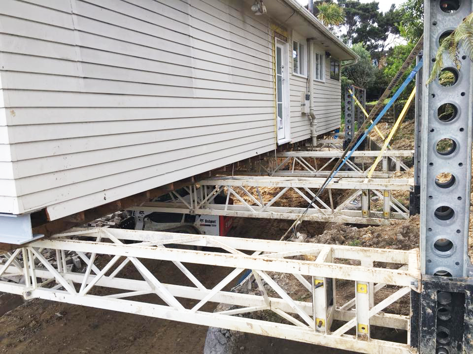 Auckland_house_lifting_3.jpg