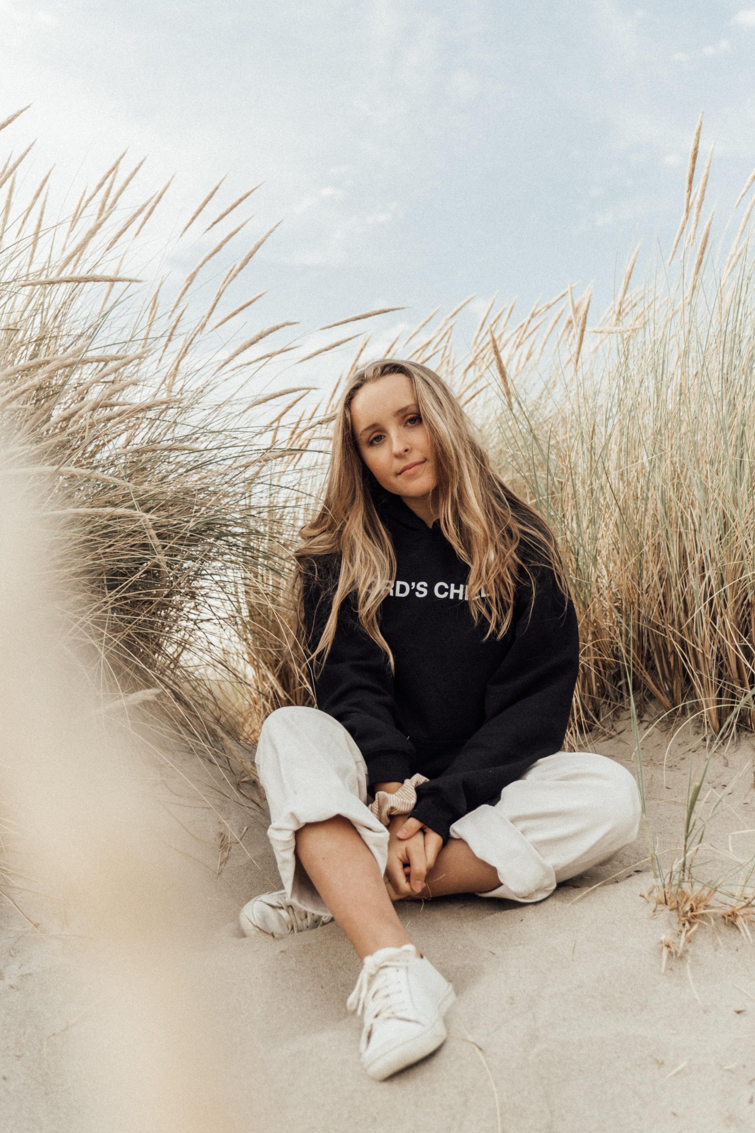 The Coast with Alivia and Rachelle - Dakota Lynne Photography - Cannon Beach, Oregon-16.jpg
