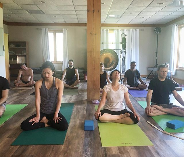 Want to learn more about breath-work? Join us for our Friday morning class, or on Monday/Thursday evenings to find out more! Schedule is online @ www.se-tu.org. #brattleboro #vermont #pranayama #ashtanga #yoga #breath #retreat