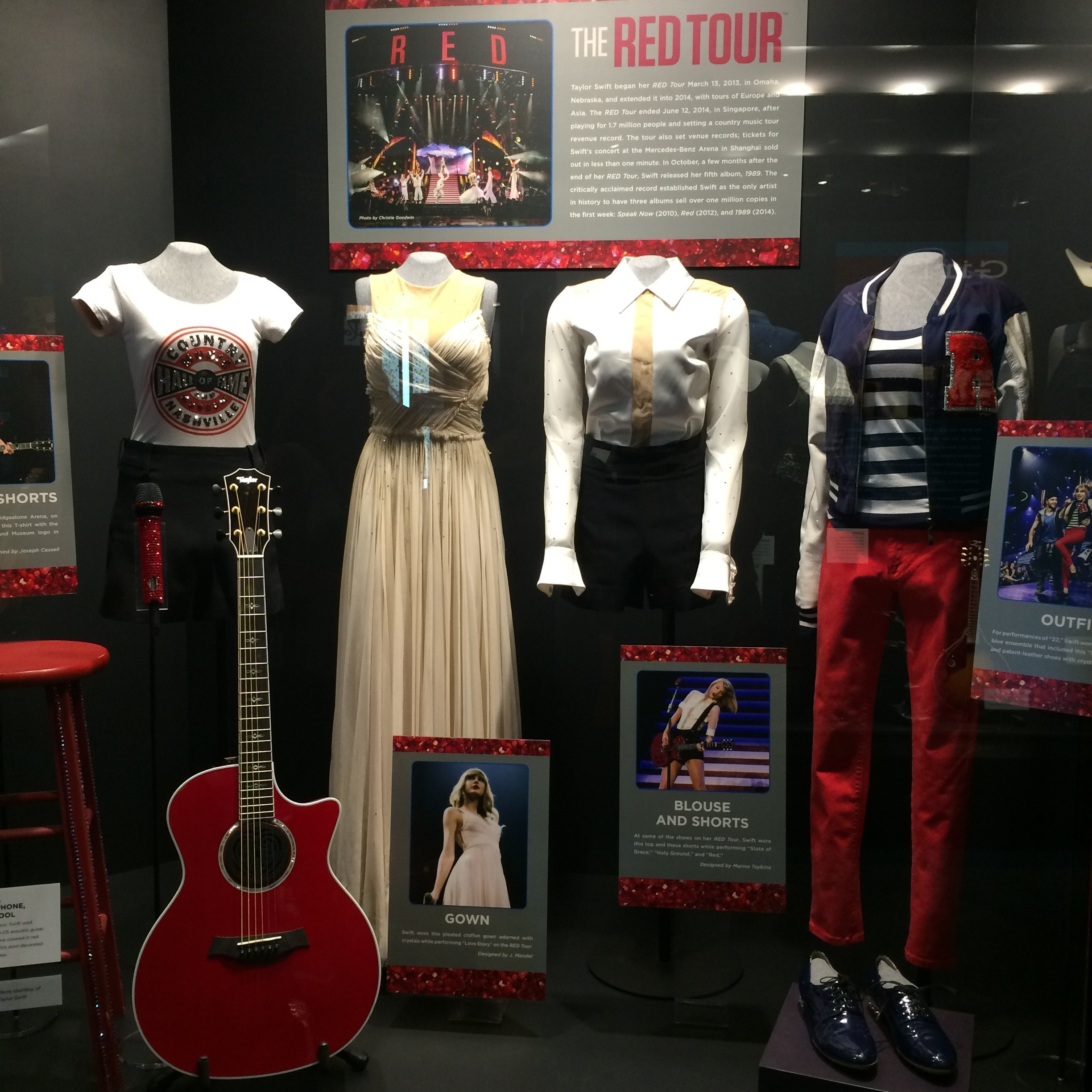 T Swift's outfits from The Red Tour!