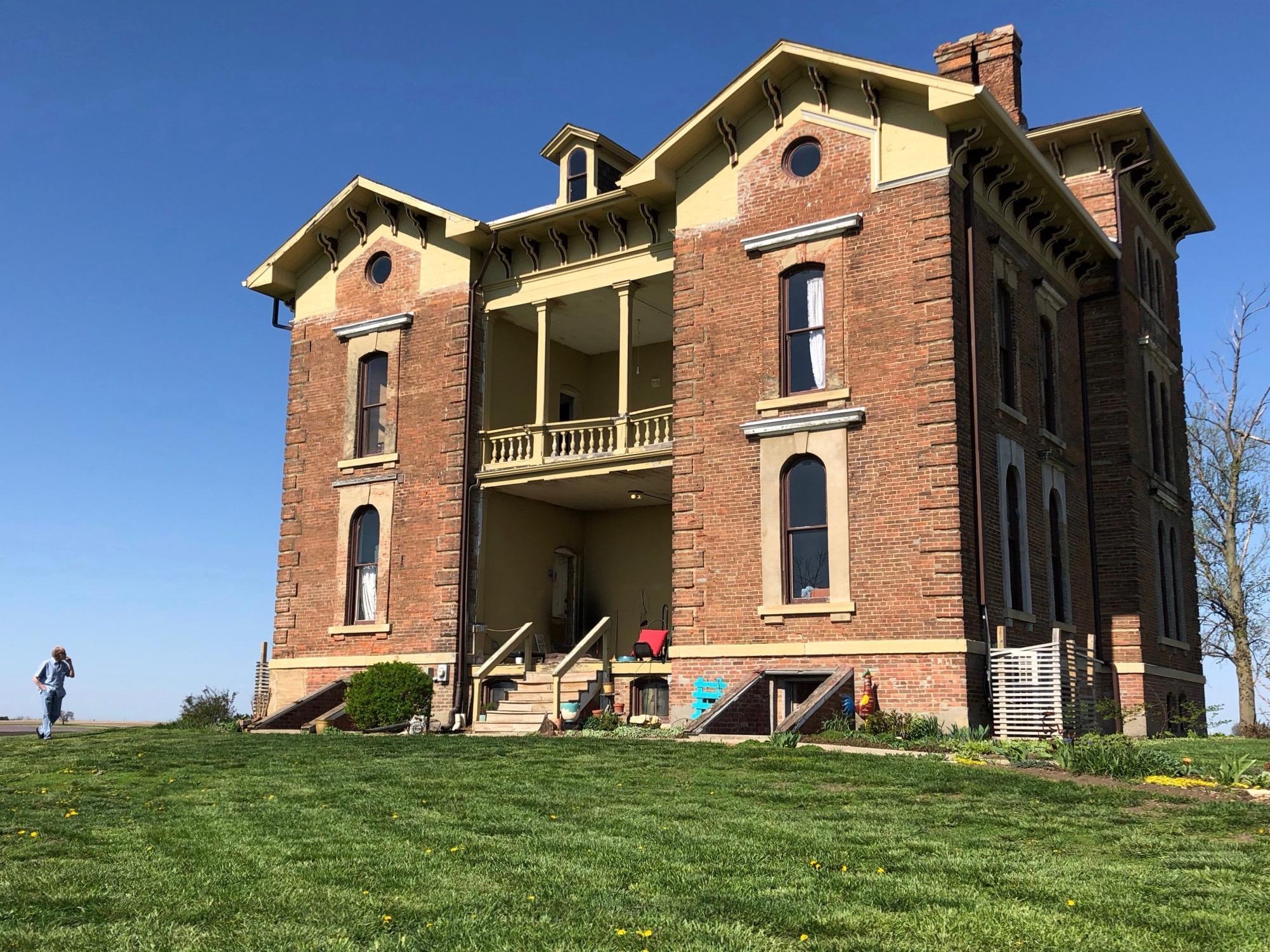 Duncan Manor in Towanda (One Illinois/Ted Cox)