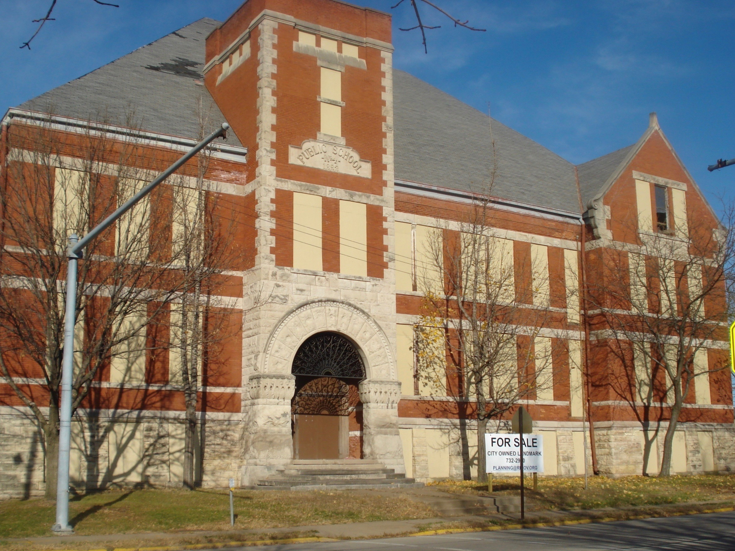 Lincoln School in Rock Island was torn down in 2012. (Wikimedia Commons/Kepper66)