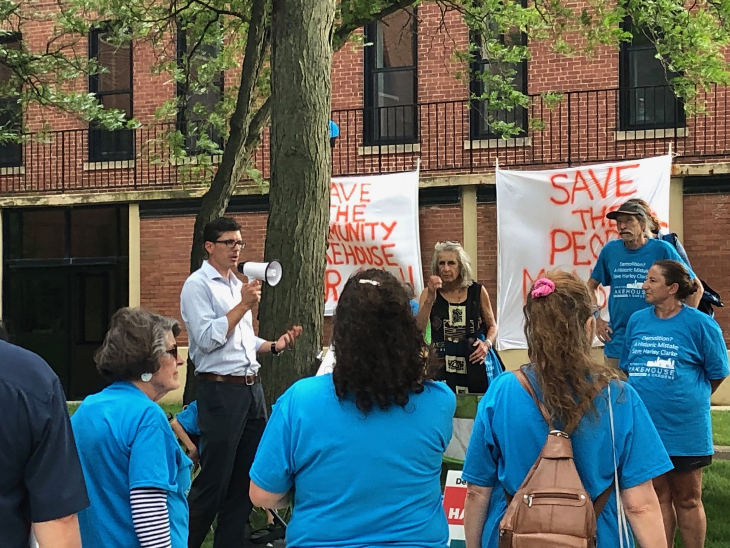Tom Hodgman, president of Evanston Lakehouse & Gardens, rallies support for preservation of the Harley Clarke Mansion before Monday's City Council meeting. (One Illinois/Ted Cox)
