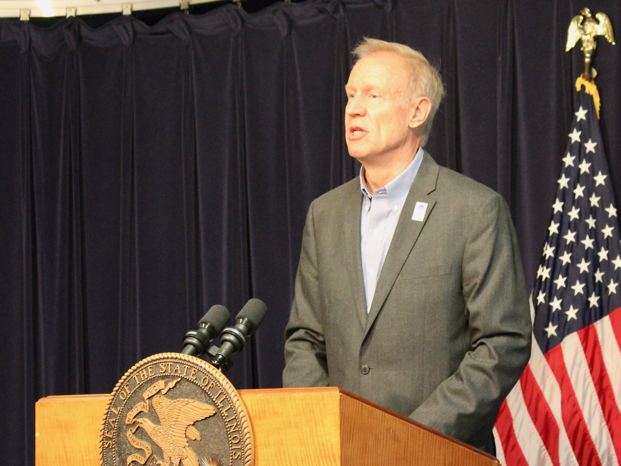 Gov. Rauner is challenging other statewide officials to observe the same hiring reforms he just signed into law for his office. (One Illinois/Ted Cox)
