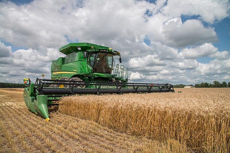 A combine harvests crops in Illinois. (Wikimedia Commons/Illinois Farm Bureau)