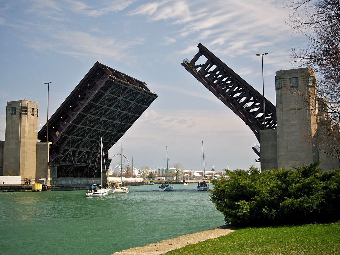 """The 1937 Art Deco Lake Shore Drive bridge across the Chicago River is the ninth-busiest in the state that's been rated """"structurally deficient,"""" and had to close briefly last winter to repair a beam failure. (Wikimedia Commons/Marcin Wichary)"""