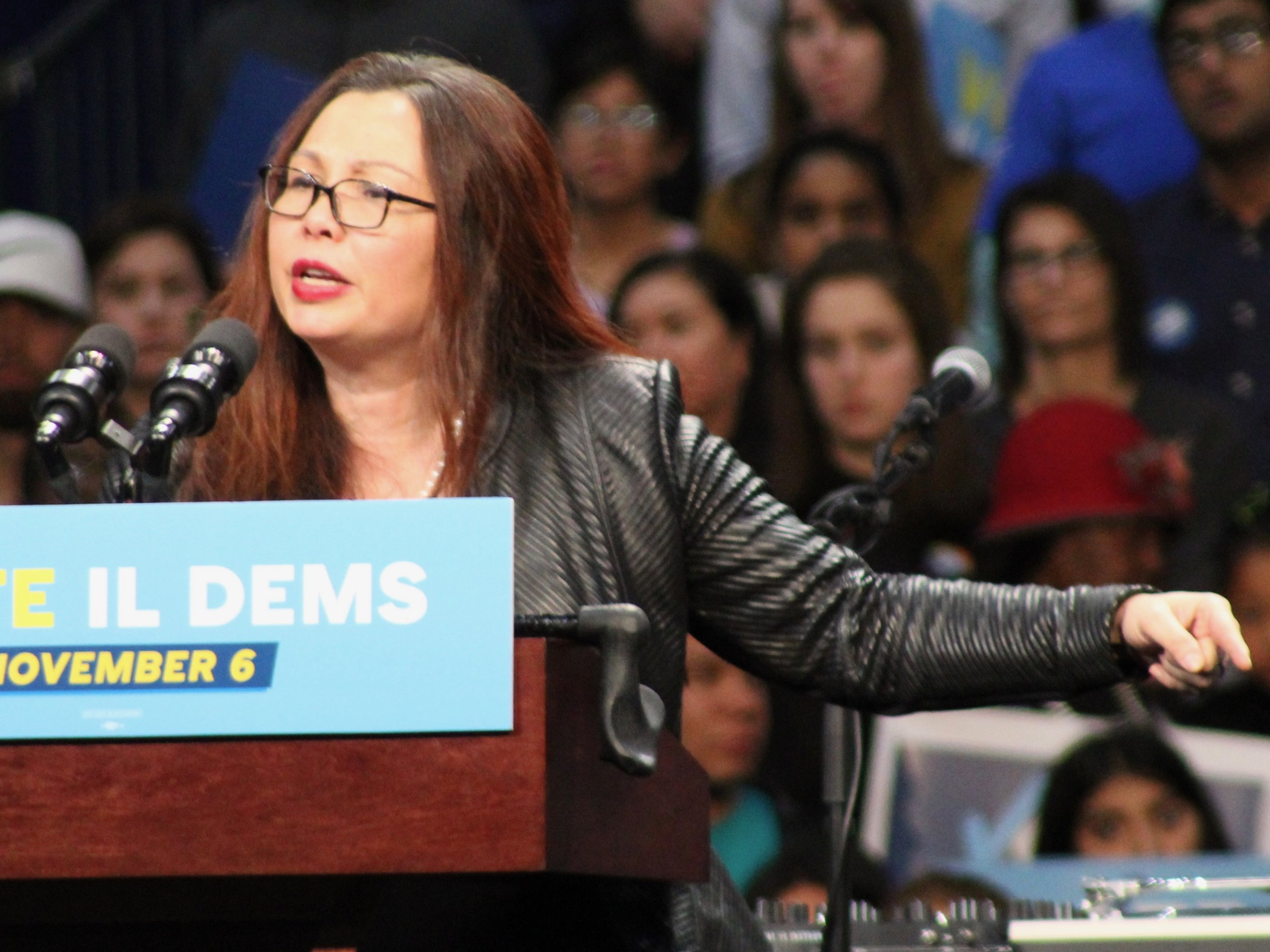 """Sen. Tammy Duckworth leads congressional calls for the release of the """"complete"""" report by Special Prosecutor Robert Mueller into President Trump. (One Illinois/Ted Cox)"""