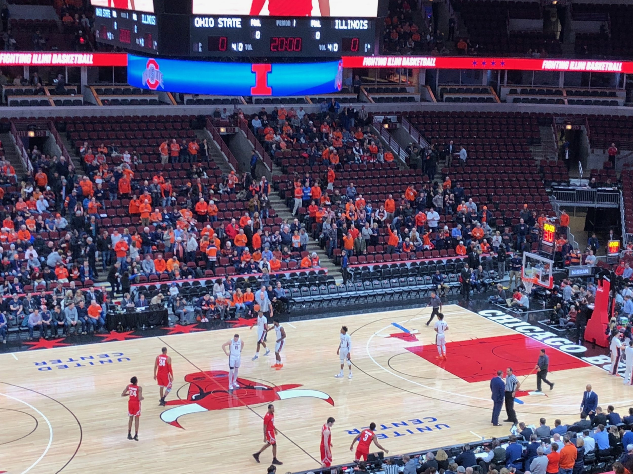 Illinois takes on Ohio State in a basketball game at the United Center in Chicago last year. (One Illinois/Ted Cox)