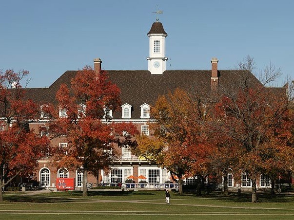 The Illini Union on the Quad at the University of Illinois at Urbana-Champaign: a new national study finds it has the most affordable rental housing among major U.S. colleges. (Wikimedia Commons/Daniel Schwen)