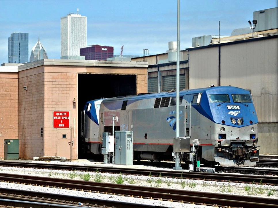 An Amtrak train is serviced in Chicago. (Wikimedia Commons/Loco Steve)