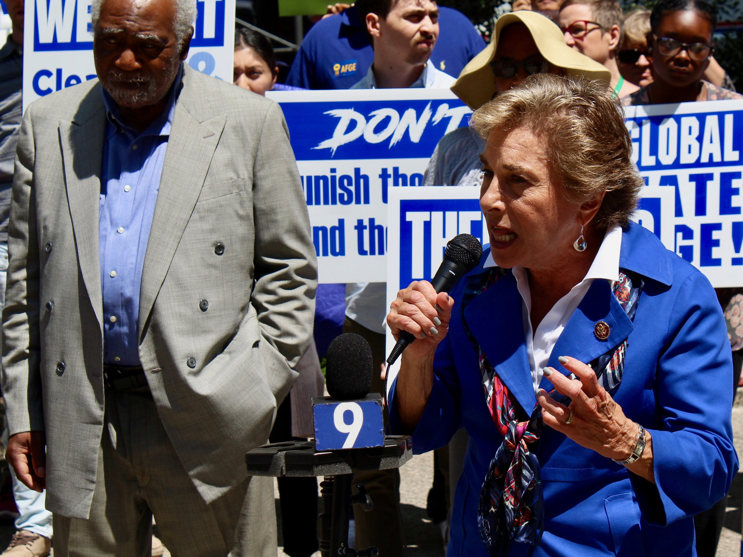 """What the president has done is illegal. The environment needs to be protected by these workers."" - U.S. Rep. Jan Schakowsky (One Illinois/Ted Cox)"