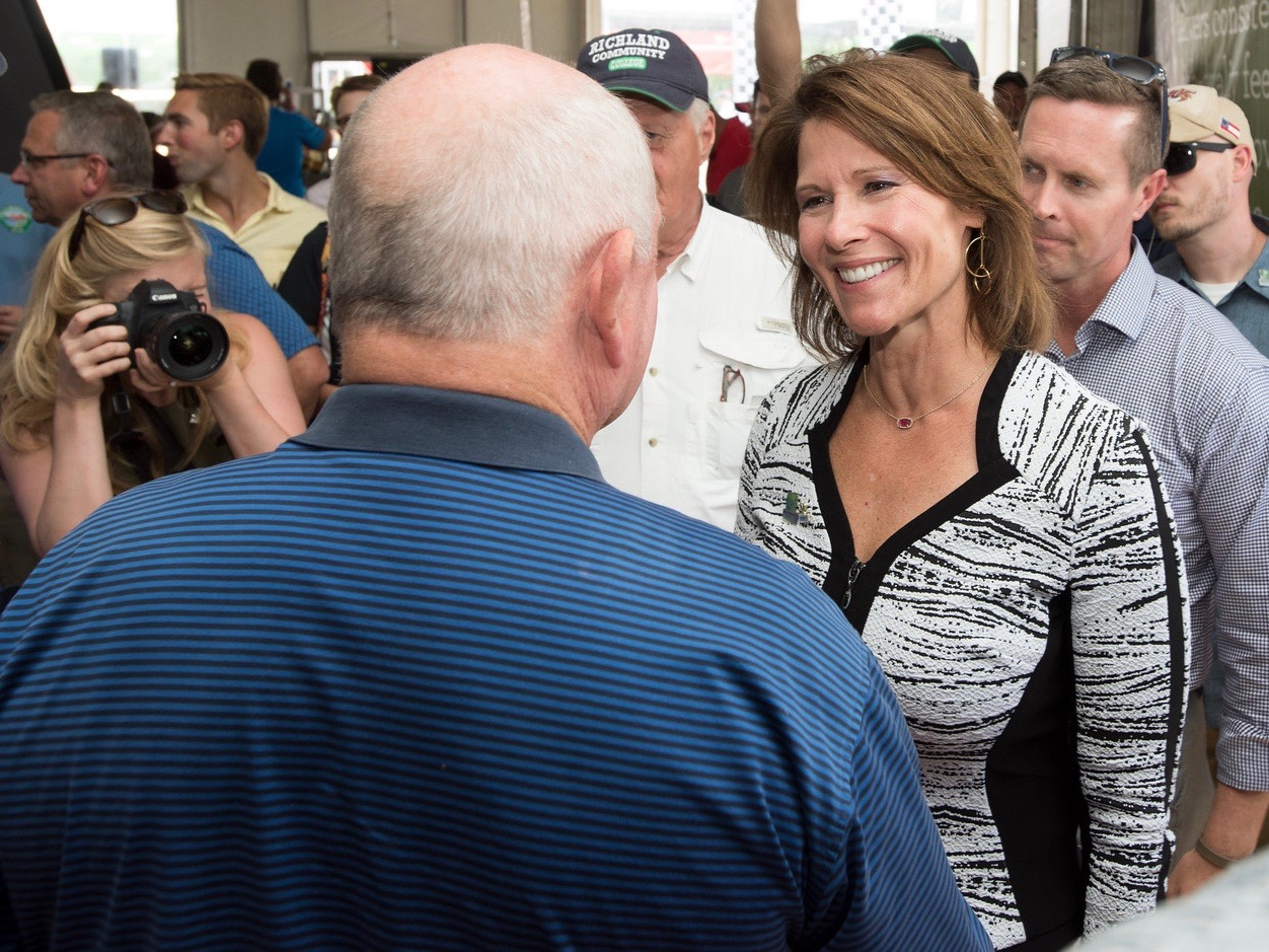 U.S. Rep. Cheri Bustos talks with Agriculture Secretary Sonny Perdue at a 2017 event in Decatur. (Flickr/Lance Cheung)