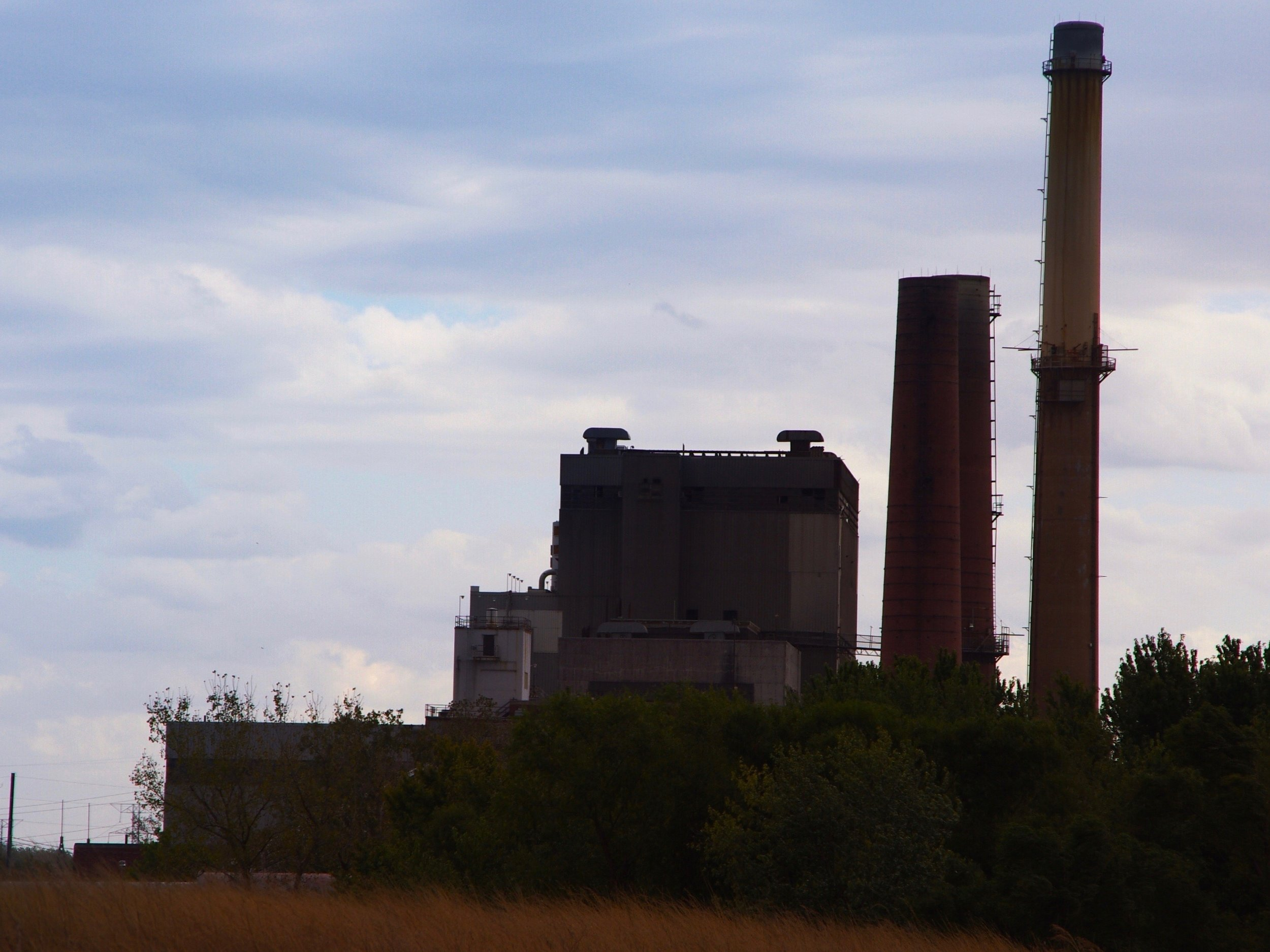 The Wood River coal power plant was closed by Dynegy before the energy company was bought by Vistra last year. (Shutterstock)