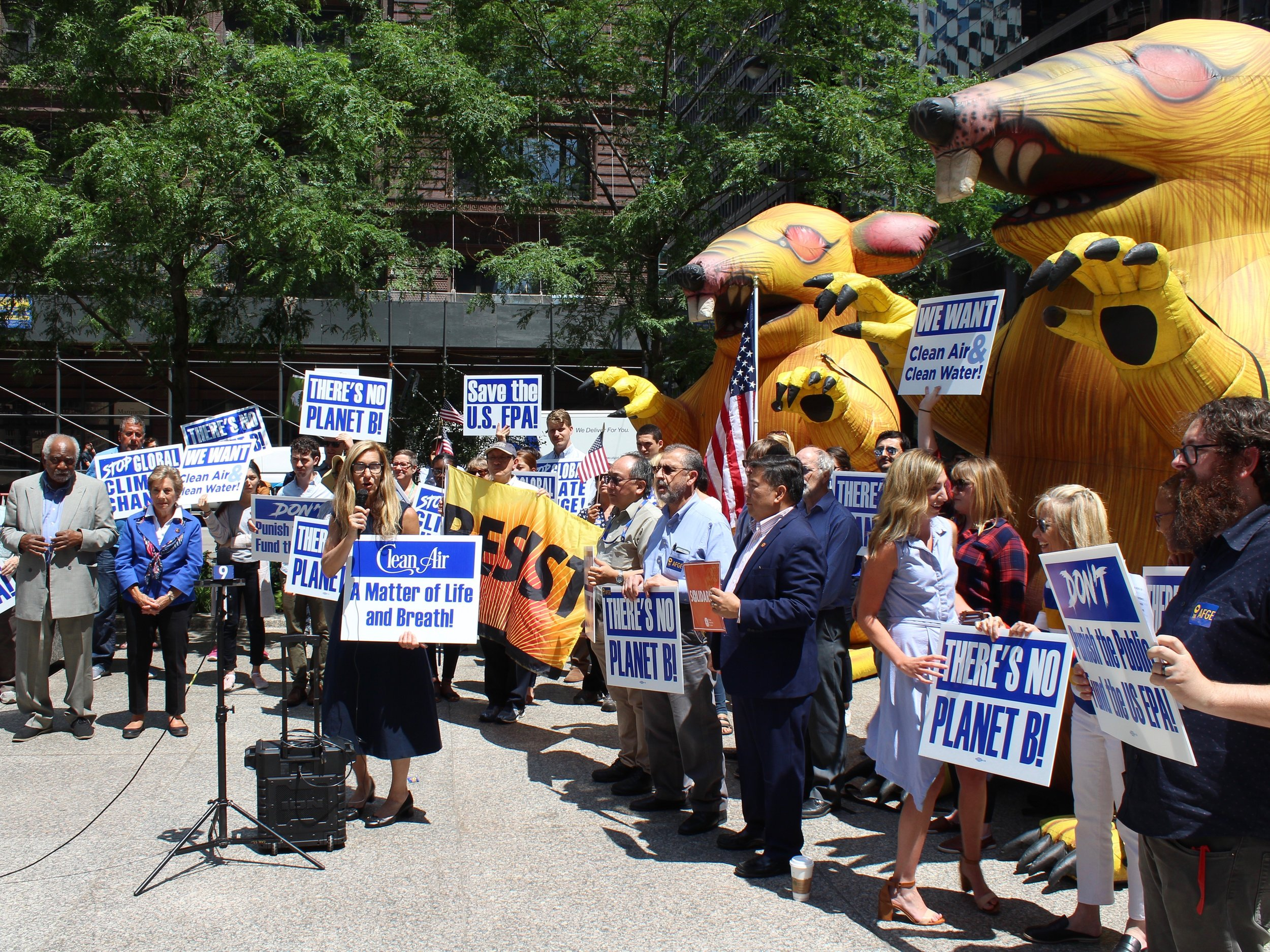 Union EPA workers rally in Chicago this summer. (One Illinois/Ted Cox)