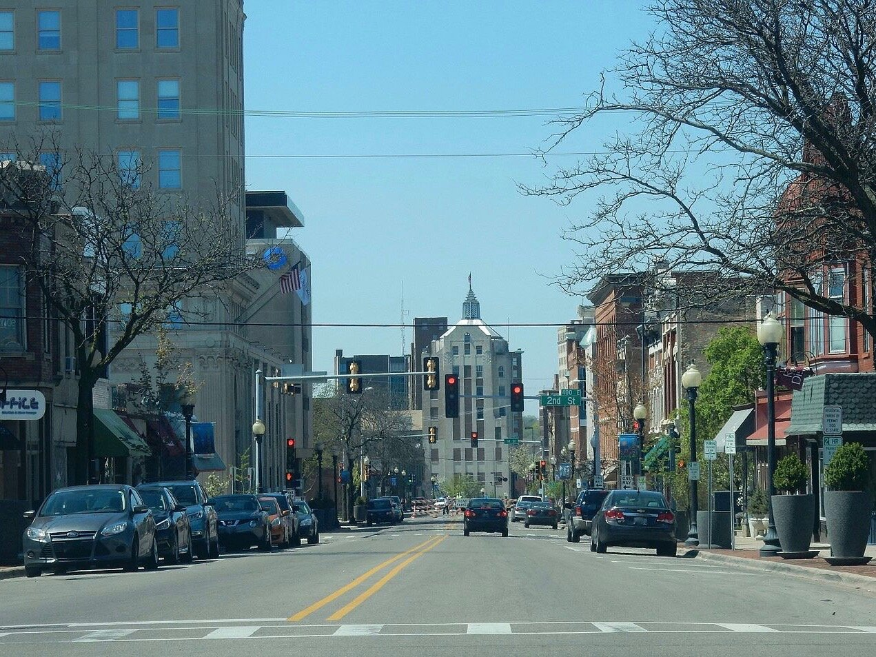 Rockford, seen here looking downtown from East State Street, had the highest rate of residents with broadband, at 87.5 percent. (Wikimedia Commons/Alex Baumgarner)