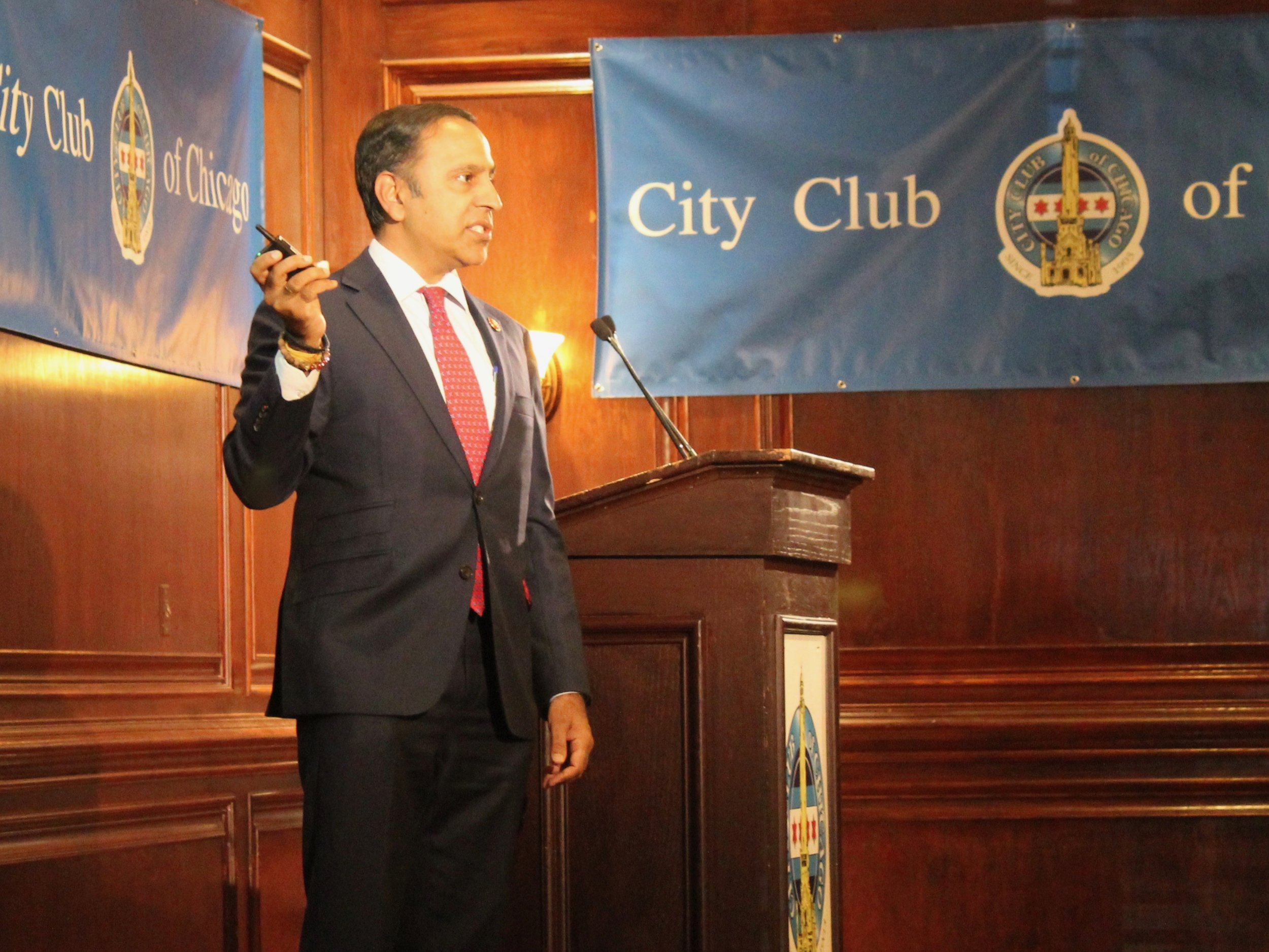 Congressman Raja Krishnamoorthi discusses teen vaping at the City Club of Chicago. (One Illinois/Ted Cox)