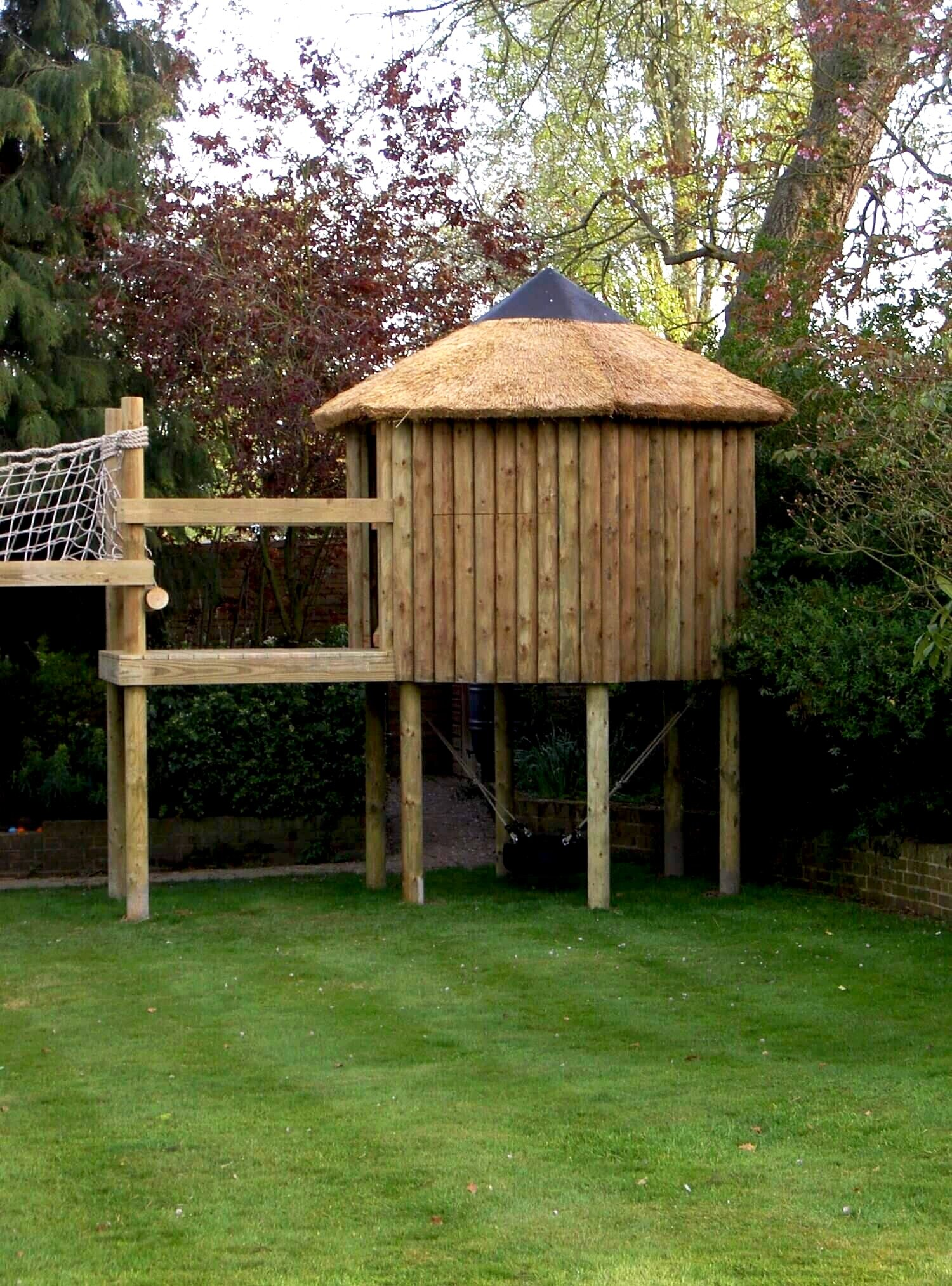 Picture of: Small Garden Treehouse Play Set Basildon Treehouses Rope Bridges Treetop Walkways And Nest Swings