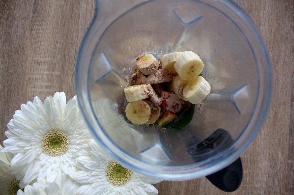 smoothie-blender-with-banana.jpg