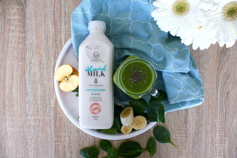 Green-smoothie-with-almond-milk.jpg