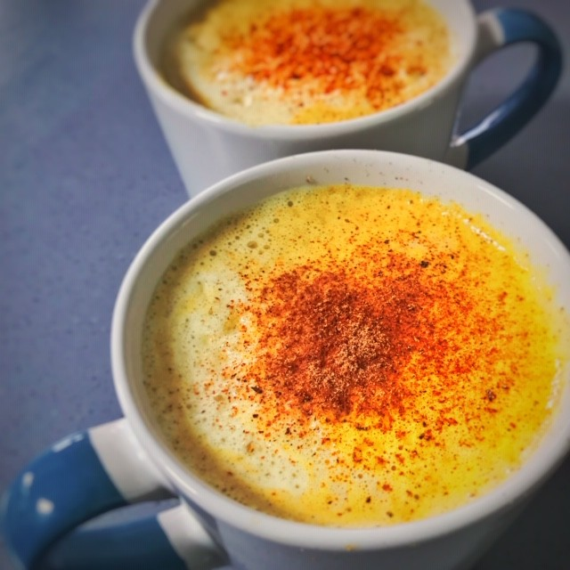 ☕Are you stuck in a coffee and tea rut? . 🍵Turmeric lattes or matcha green tea lattes are great alternatives BUT... . The trouble with bought turmeric lattes is they can contain large amounts of sugar, which as you know I try to reduce as much as possible.  But turmeric is a bit 'earthy' so what's the solution? . 👩‍🍳A homemade one which uses one of the better sweeteners that doesn't spike the blood sugar levels. This is a hug in a mug! .  Serves 2 1 cup organic coconut milk (canned and full fat) 1 cup water 1 tsp turmeric (powder) 1 tsp xylitol 1 tsp cinnamon 1 tbsps coconut oil (optional)  1. Heat all of the ingredients together in a small saucepan or in the microwave if you're in a hurry.  2. Either whisk vigorously or transfer the mixture to a jar with a lid and shake until foam starts to form.  I use a blender and blitz it into a froth but the turmeric can stain the blender cup, so be warned. Actually turmeric can stain anything it comes into contact with! . Pour into mugs, top with boiling water and a sprinkle of cinnamon & enjoy! . If you want to receive more recipes like this, why not sign up for the weekly blog and you'll receive recipes and nutritional tips along with the regular blog. Link is in the bio ☝ #turmericlatte #makeyourown #huginamug #ditchthejunk #cleanfood #eathealthy #healthylife #healthycanbefun #healthychoice #healthyeats #midlifemenu #midlifenutritionist #nutritionist #midlifersofinstagram #midlifehealth #midlifeblogger #instamidlifers #midlifechallenge #navigatingmidlife #midlifehealthyliving #midlifehealthandwellness #midlifefitness #midlifehealthandfitness