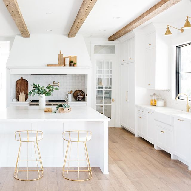 Hope it's a lovely Tuesday!  Design/Build: @gatherprojects  Staging: @lexigracedesign  PC: @rennaihoefer  #housetour #finditstyleit #homerenovation #modernhome #interior123 #whitedecor #Homedesign #Homedecor  #interiorlovers #howihaven #sodomino #dreambuildgather  #kitchen #ladder #whitekitchen