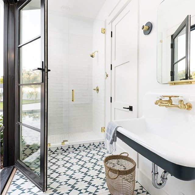 Happy Wednesday - and HOW is it Wednesday already?  Design/Build: @gatherprojects  Staging: @lexigracedesign  PC: @erickrukphoto  #housetour #finditstyleit #homerenovation #modernhome #interior123 #whitedecor #Homedesign #Homedecor  #interiorlovers #howihaven #sodomino #dreambuildgather  #bathroomsofinstagram #poolbathroom #deltafaucet #cletile #myonepiece