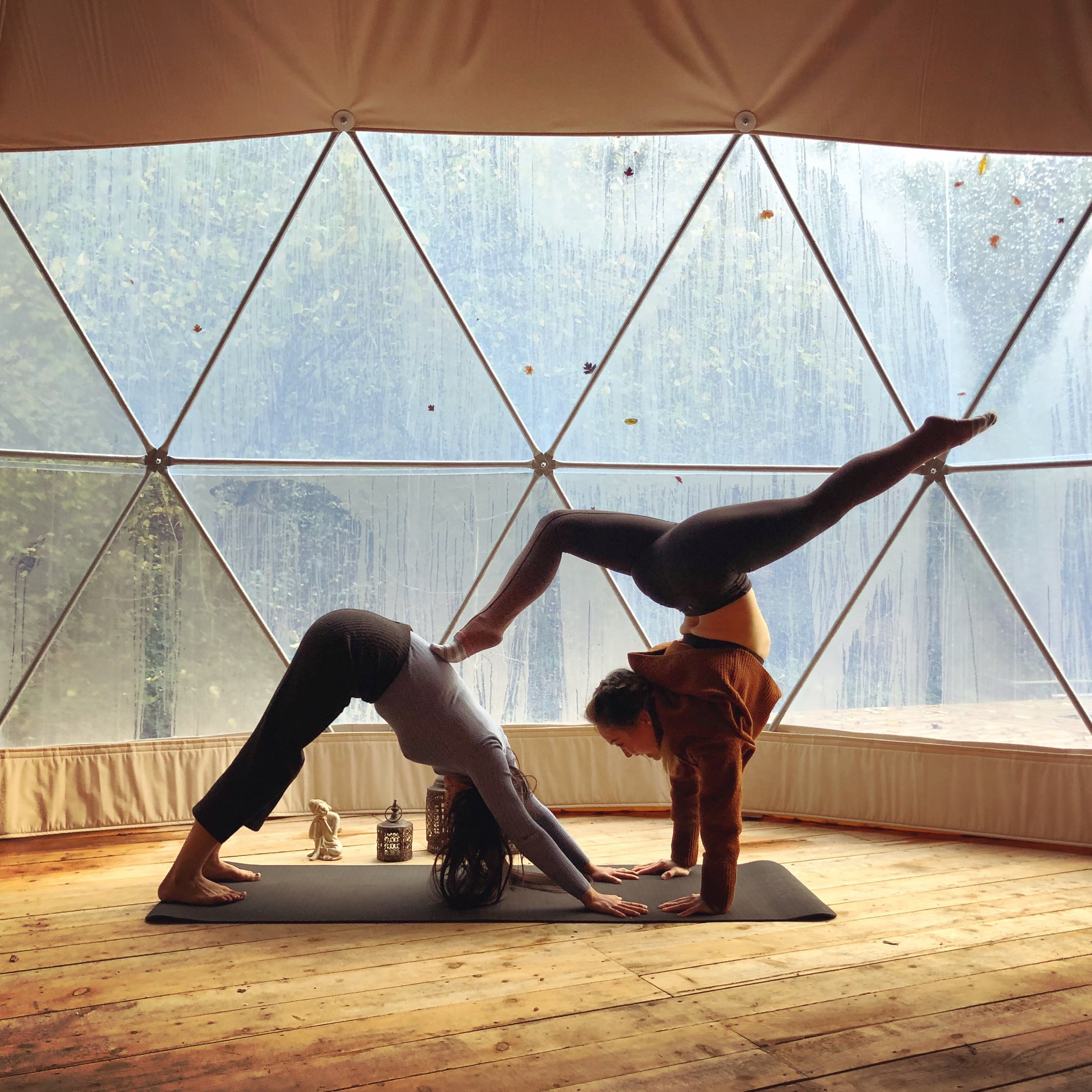 26.10.18 - Busting out some acroyoga poses with our gorgeous yogi Wen on dome opening day!