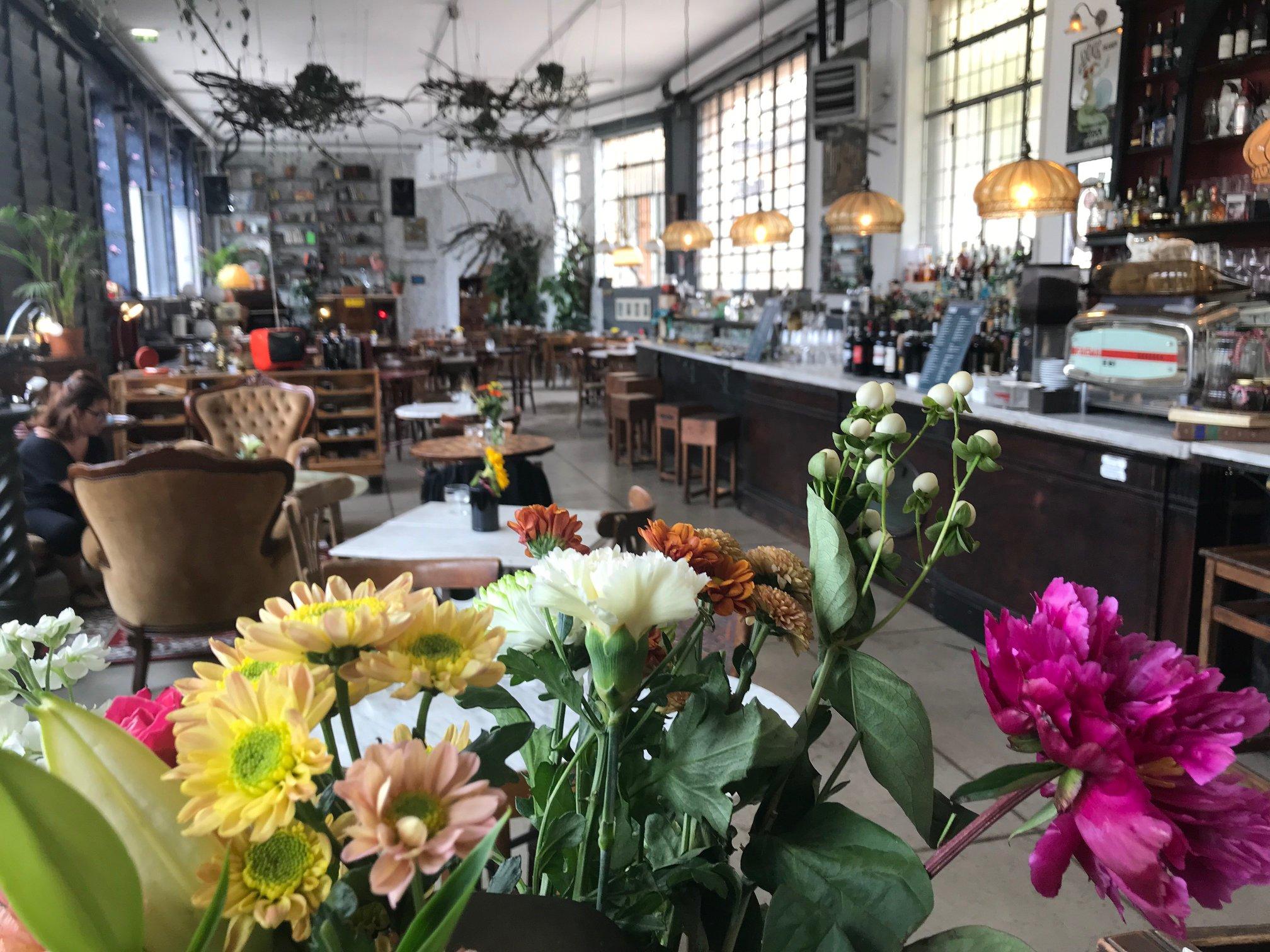 L'ambiente accogliete e curato dell'Osteria Milano (in via Sbodio 30, a Milano). Photo: FB page Osteria Milano