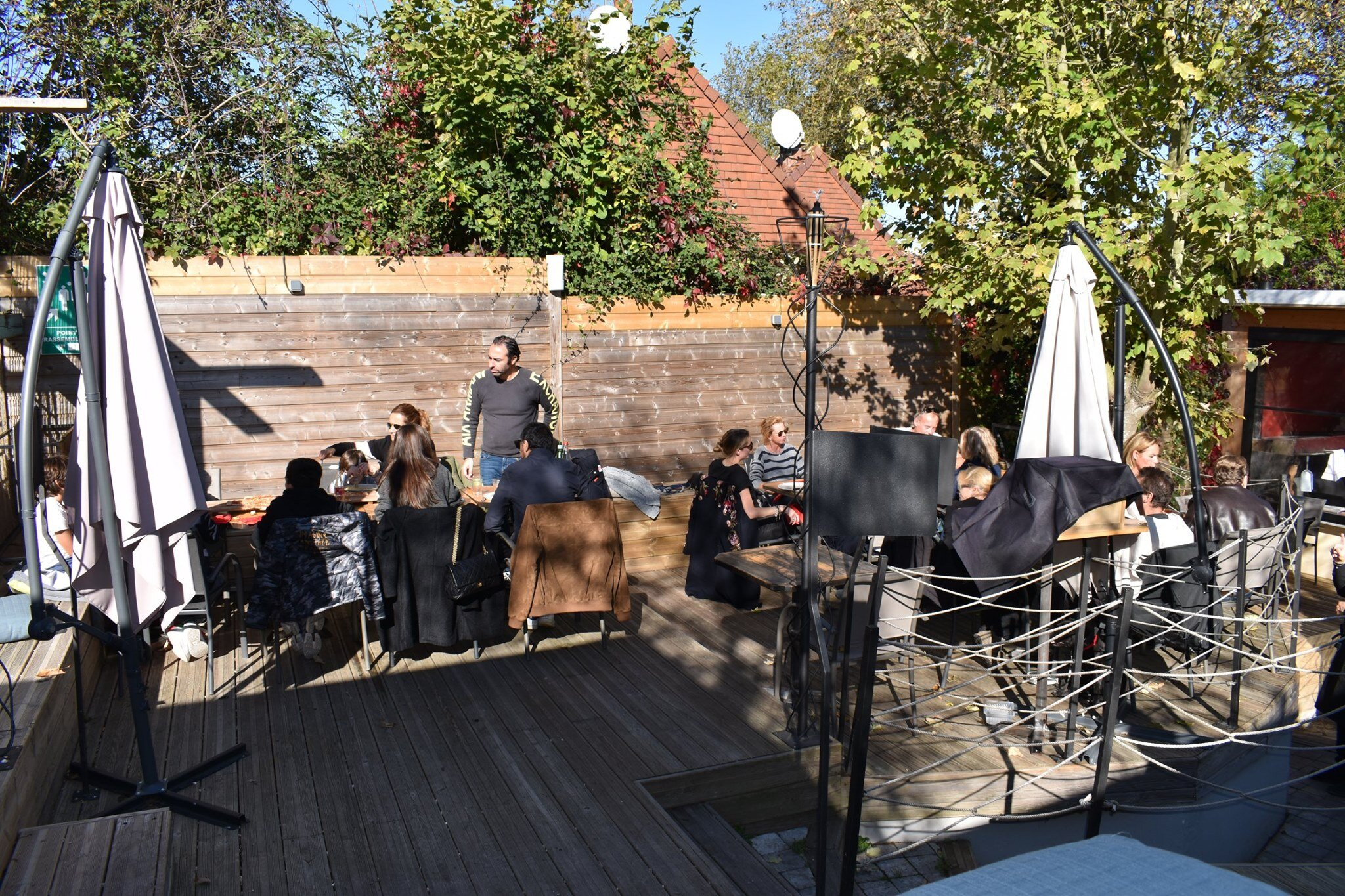 La terrazza sul retro del ristorante.