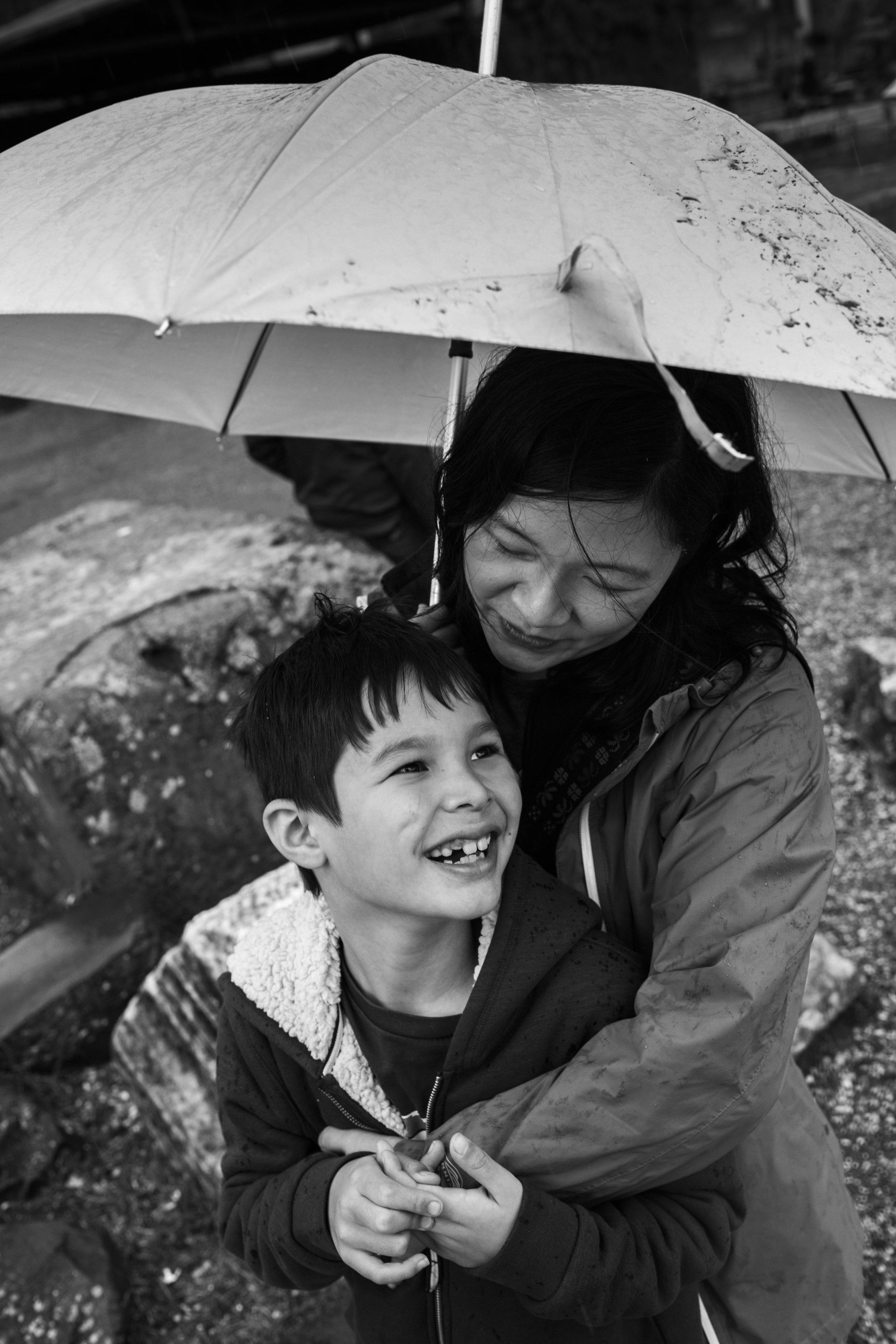 Quanto valgono i ricordi? - …il primo respiro,le prime ore di vita,una passeggiata al mare d'inverno,i pigiama party con le amiche,la complicità e le lotte tra fratelli,gli abbracci e baci inaspettati di mamma,i giochi con papà,l'amore dei nonni…