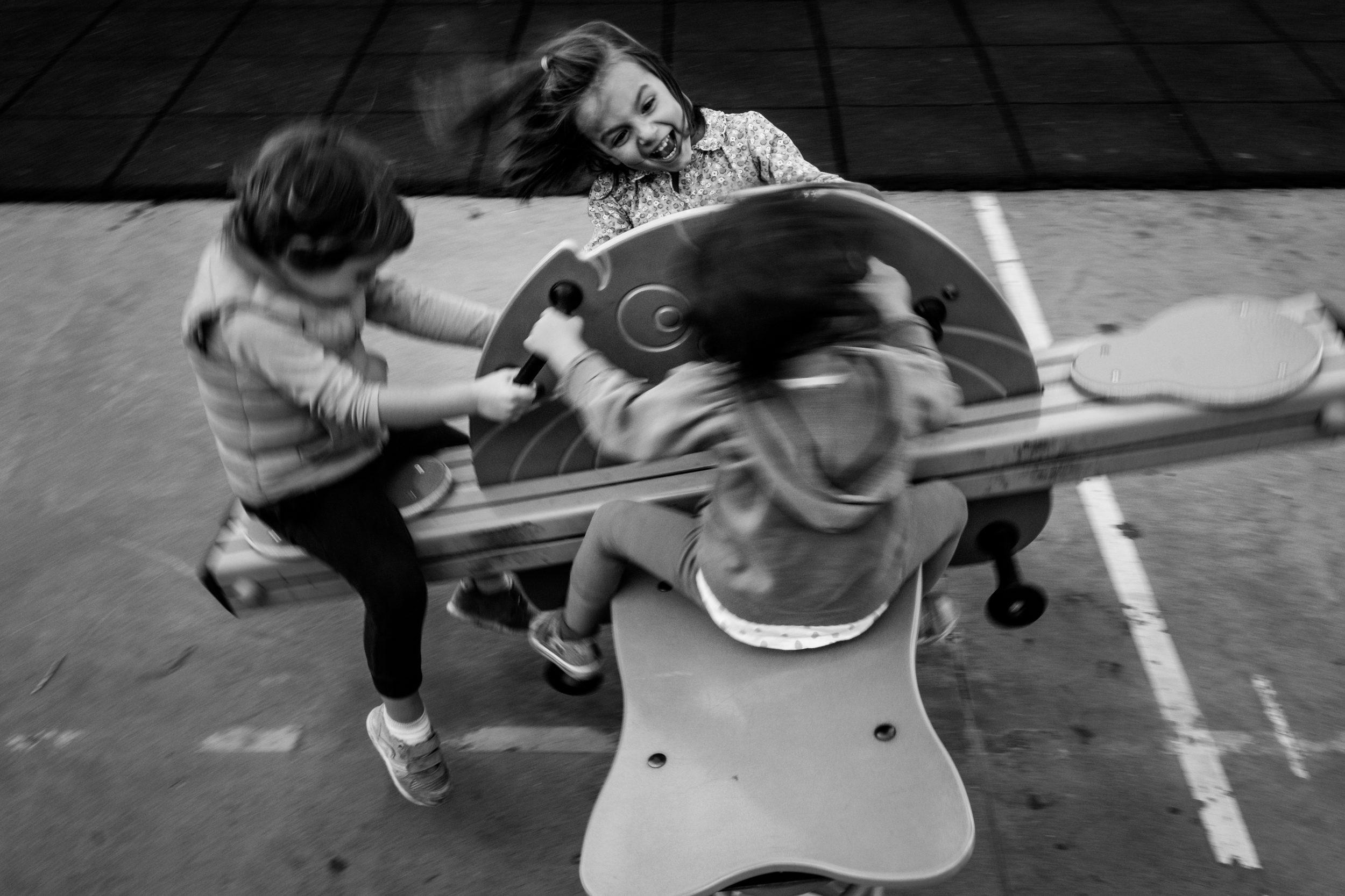 cos'e' la fotografia documentaria per famiglie? - il racconto visivo della vostra vita, senza filtri né interferenze, perché la vita coi bambini è meravigliosa, perché le nostre giornate sono piene di piccoli momenti straordinari. E non importa quanto stancante o caotica possa essere, tra qualche anno vorremo RICORDARE…