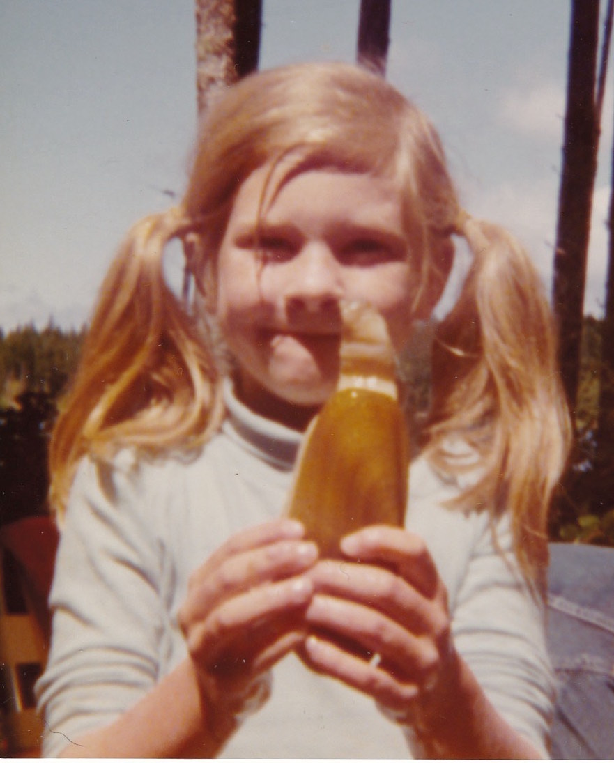 - Some of my fondest memories are from trips to the beach to go clamming. My parents would push my stroller onto the beach and dig around me. At the age of three I plucked an oyster off the beach and started sucking on it. My mom popped it open and I slurped it down. Yum!I am holding a razor clam in the photo.