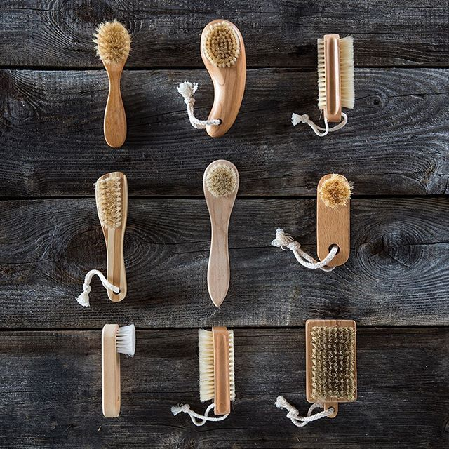 Dry Brushing 101  Imagine a simple routine that only takes minutes, has health benefits, makes your skin glow and is cost effective! ✨  Our skin is considered an organ, and as such, it's the largest organ of the human body! 🙌 - - One-third of the body's toxins are excreted through the skin, meaning our skin needs daily attention 💛  Our lymphatic system not only detoxifies but is also crucial in delivering nutrients and hormones throughout our body! ⚡️ - - Lymph fluid does not flow on its own, therefore, it's crucial to get movement throughout the day 💪  Dry brushing is a great way to achieve this! ✨  To learn more about dry brushing and the process:  Click the link in my bio! - - Dry Brush I love --  @apothecaryyyc  Rosehip Seed Oil I love --  @nowfoodsofficial