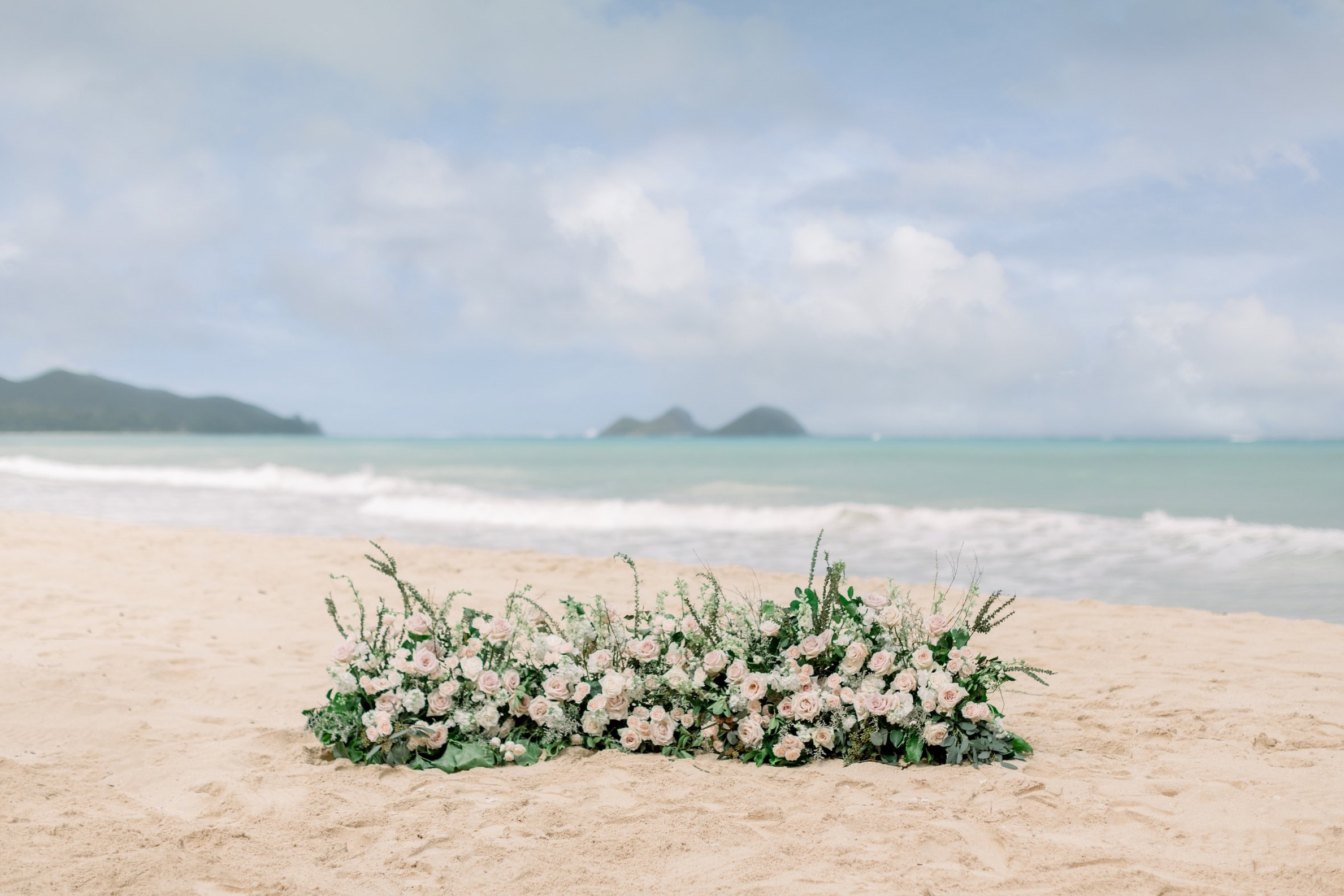 ground+florals+for+wedding+ceremony+hawaii.jpg