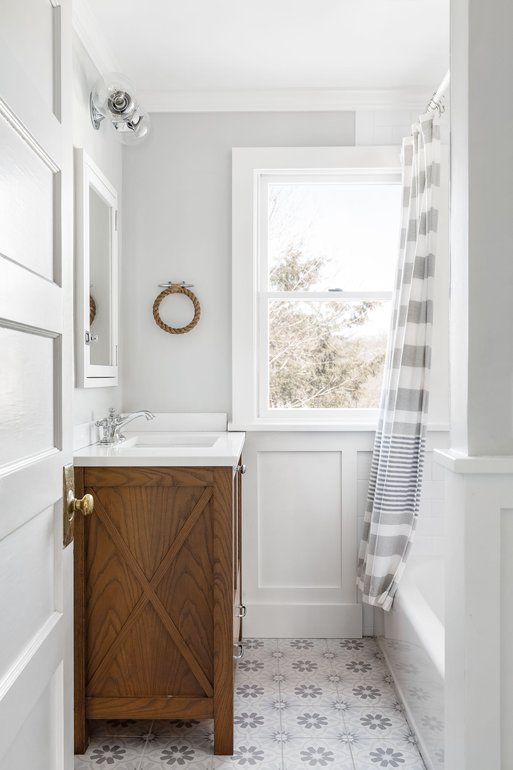 parker and parker design-interior design photography-new canaan ct-white and grey bathroom.jpg