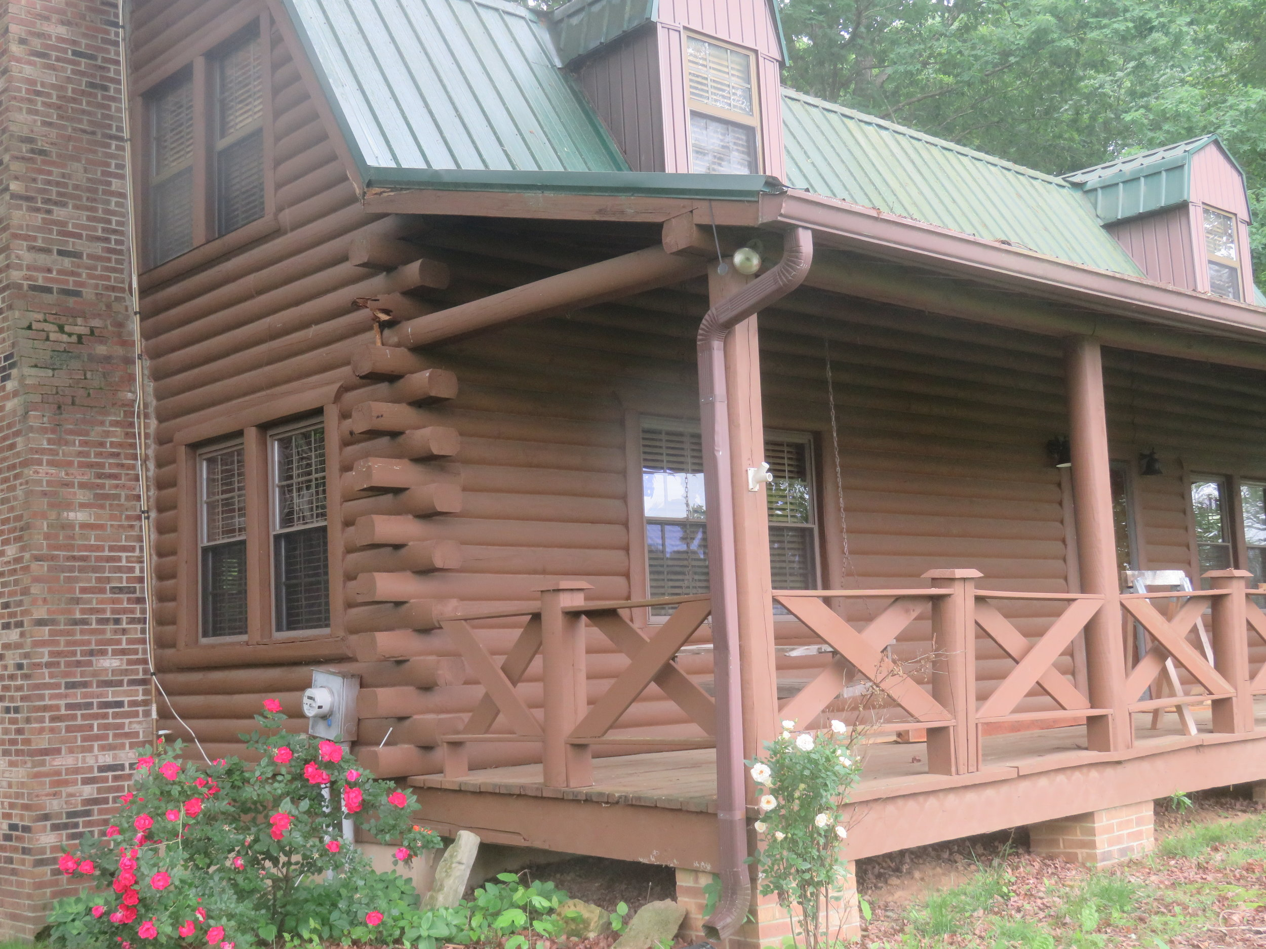 Barn at Spring Lake Farms Rental House Front Porch.JPG