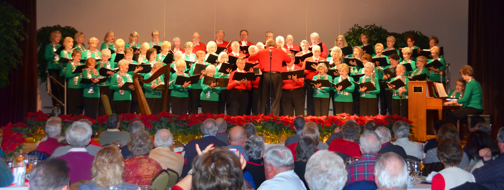 Heritage Ranch Chorale Entertaining HR Friends and Neighbors.JPG
