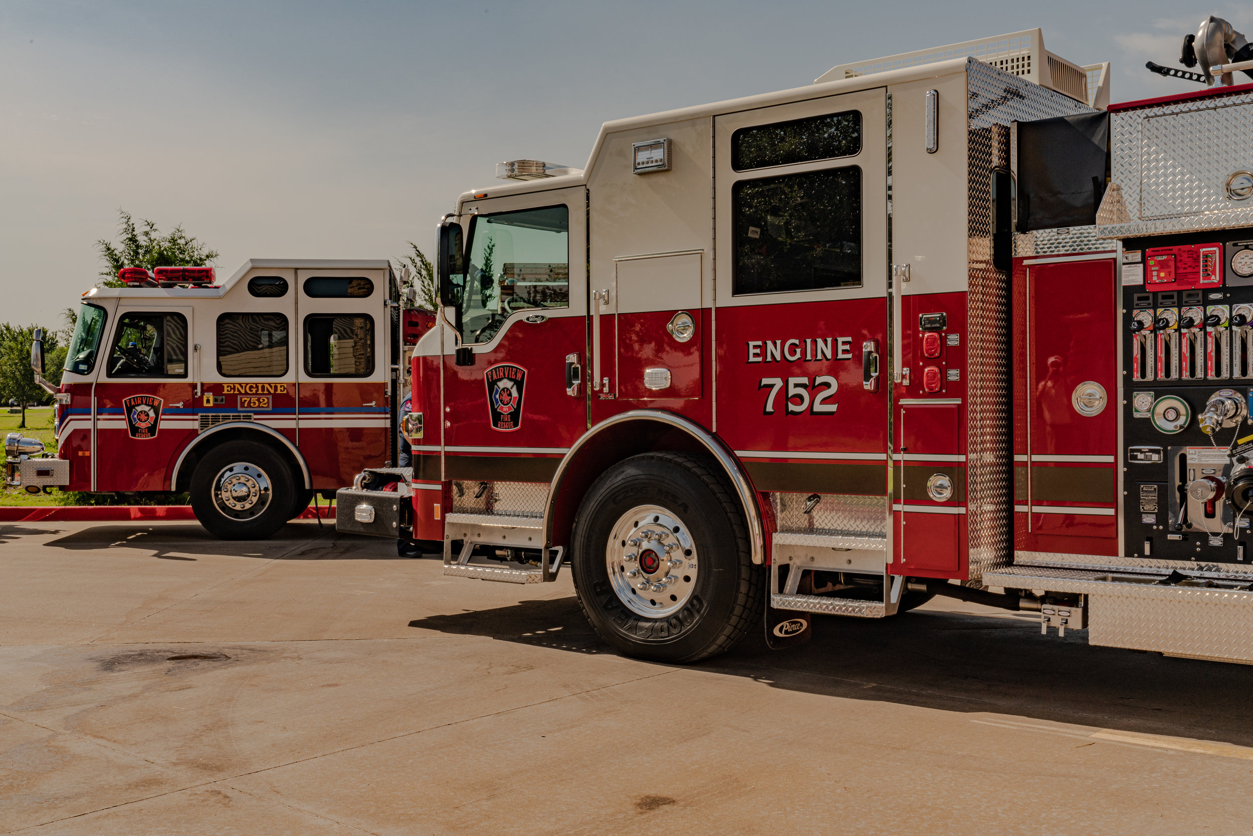 fireNew Engine 752 (foreground) replaces old Engine 752 (background).jpg