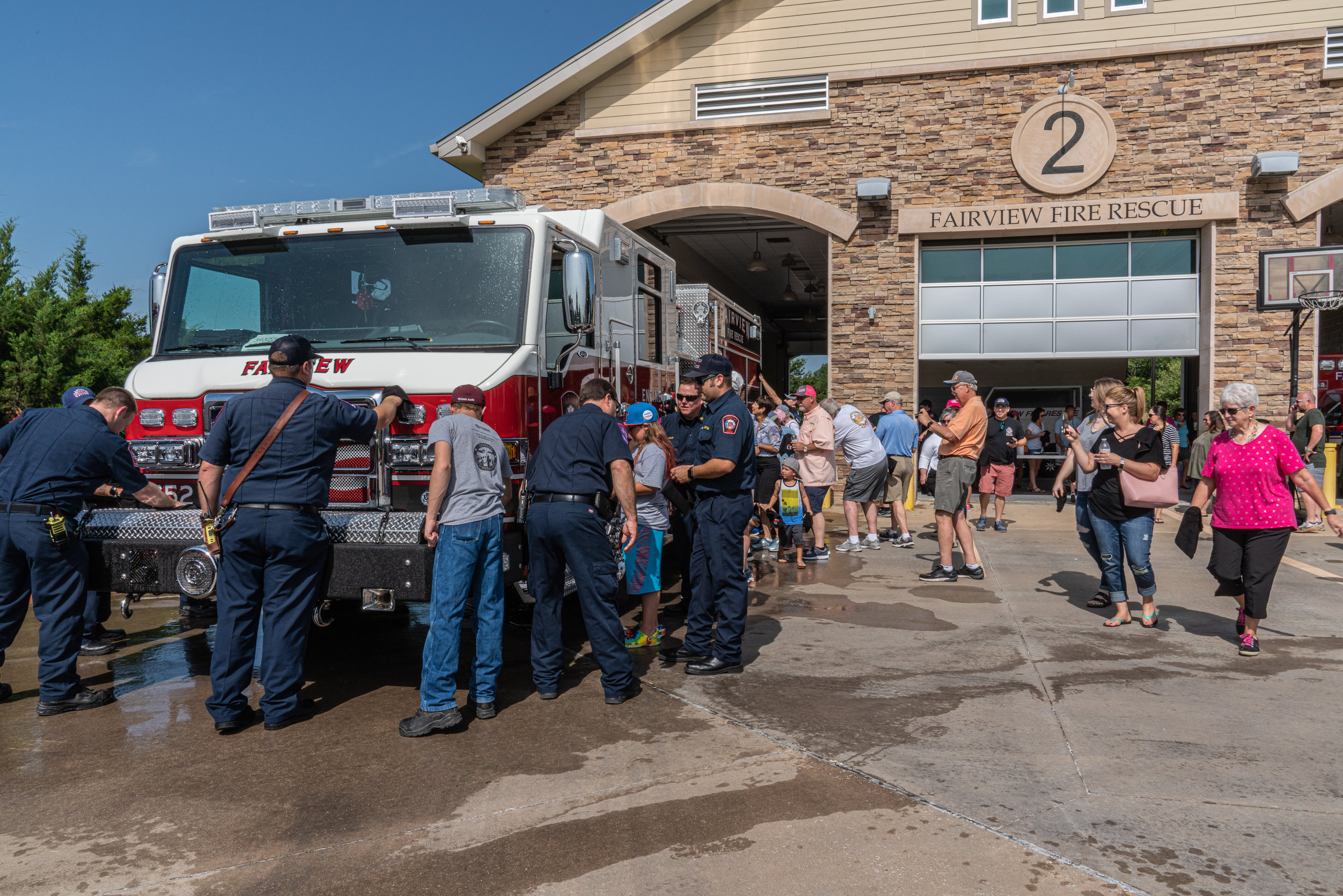 fireFairview residents pitch in to wipe Engine 752 dry.jpg