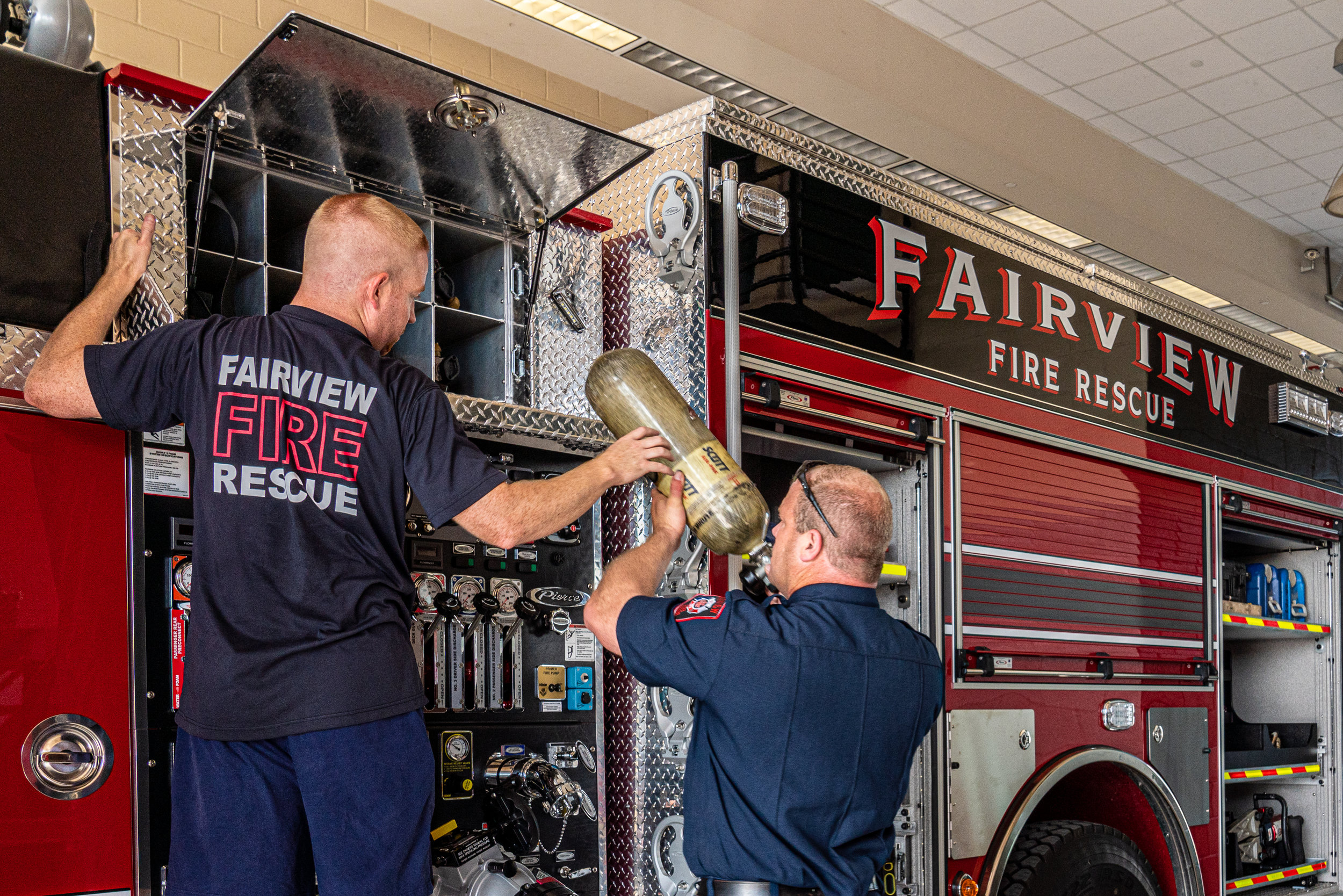 fireCapt Nathan White (l) and Fire Chief Jeff Bell (r) install oxygen tanks.jpg