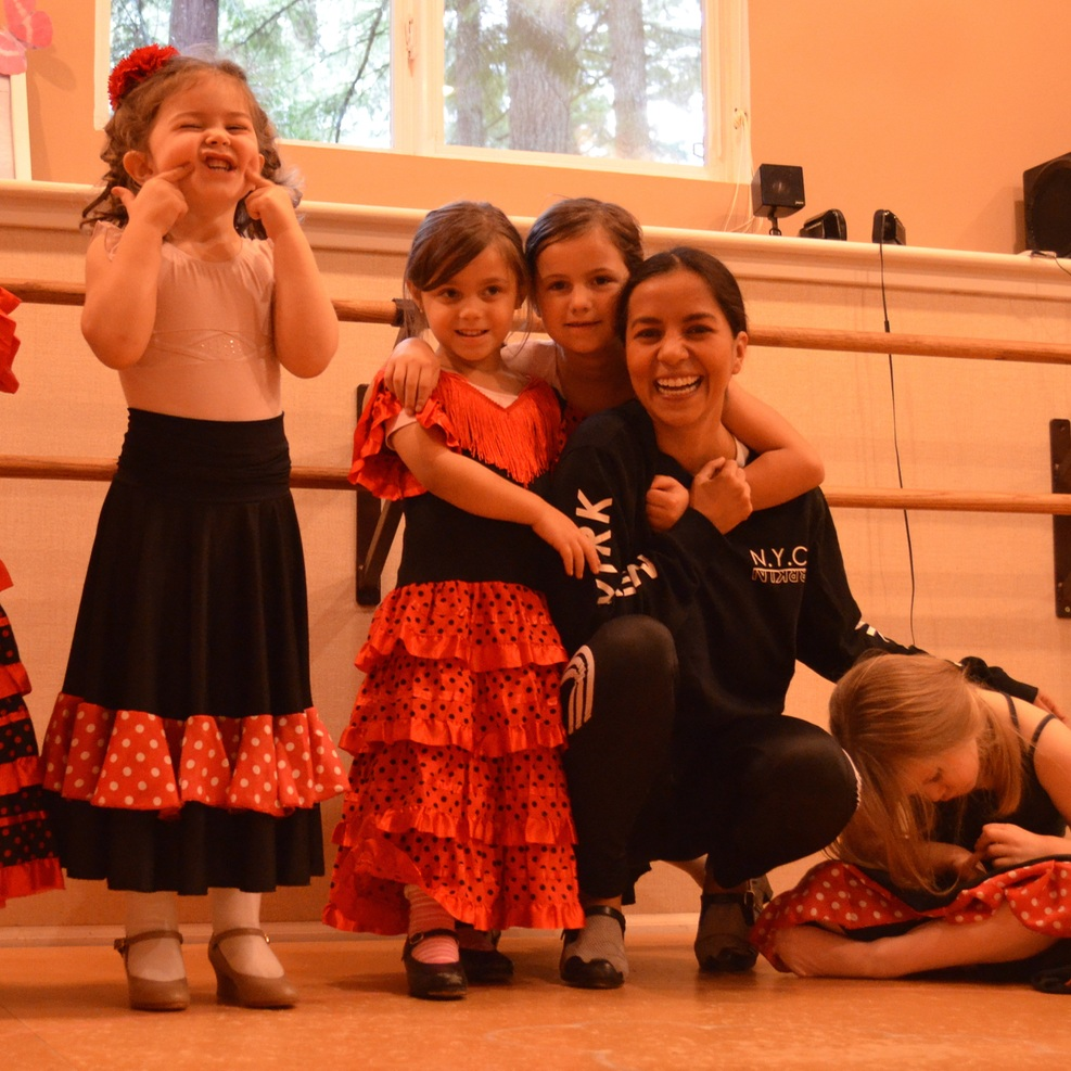 Mini Workshops with Diana Hernandez Leon  Diana traveled to Seattle from Guadalajara, Mexico, as a the special guest of our recital on January 2018.  That same weekend, Diana, who has great experience teaching children and also has her own academy, got to teach all the classes. Lucky us!