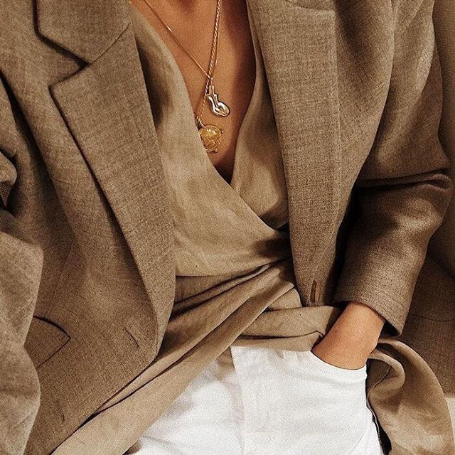 Neutral tones & staple blazer 🖤#fashioninspo #readyfortheweekend #fashion #white #inspo #love #style #fashion #shirt #belt #gold #accessories #weekend #ootd #minimal #comfort #relaxed #natural #blazer #neutral #staple #fashion #necessities