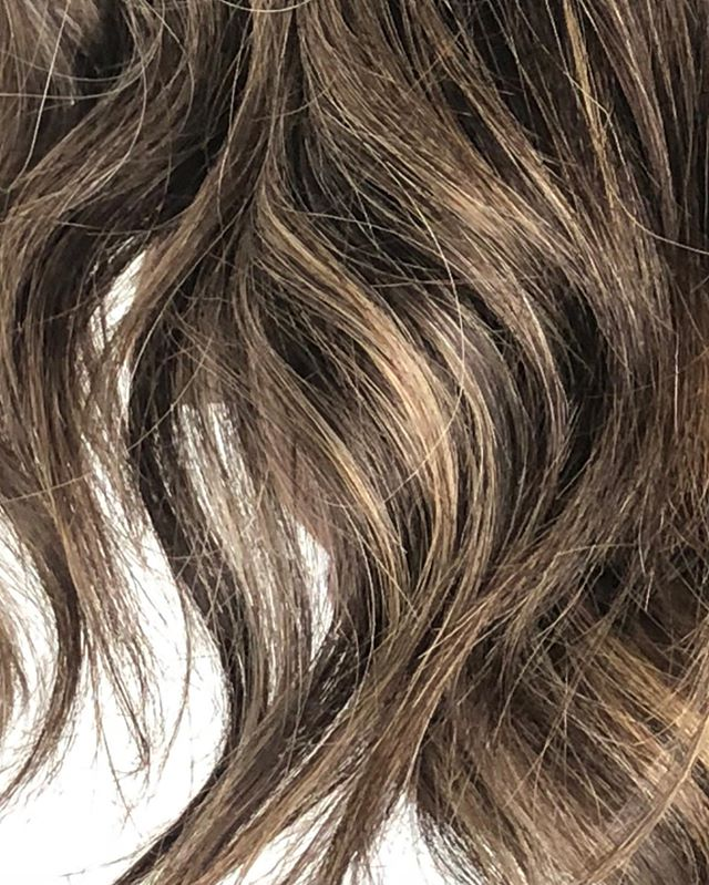 Waves & texture 🖤 #cleancolour #lucahairstyling #wellington #hairsalon #newzealand #hairdressers #waves #highlights #haircolour #haircut #texture #redken #kerastase #doyoushadeseq #brunette #blonde #texture