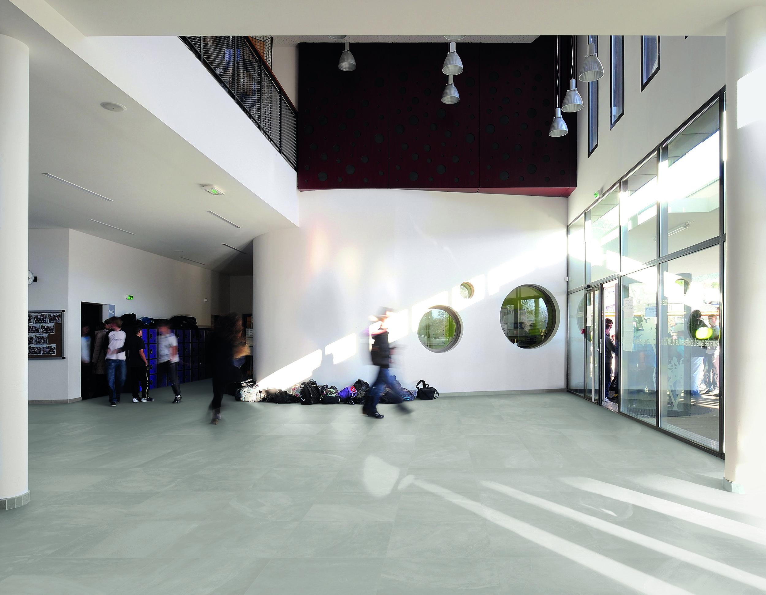 ArchitectResin BerlinGrey 60x60 nat Amb scuola Scacchiera.jpg