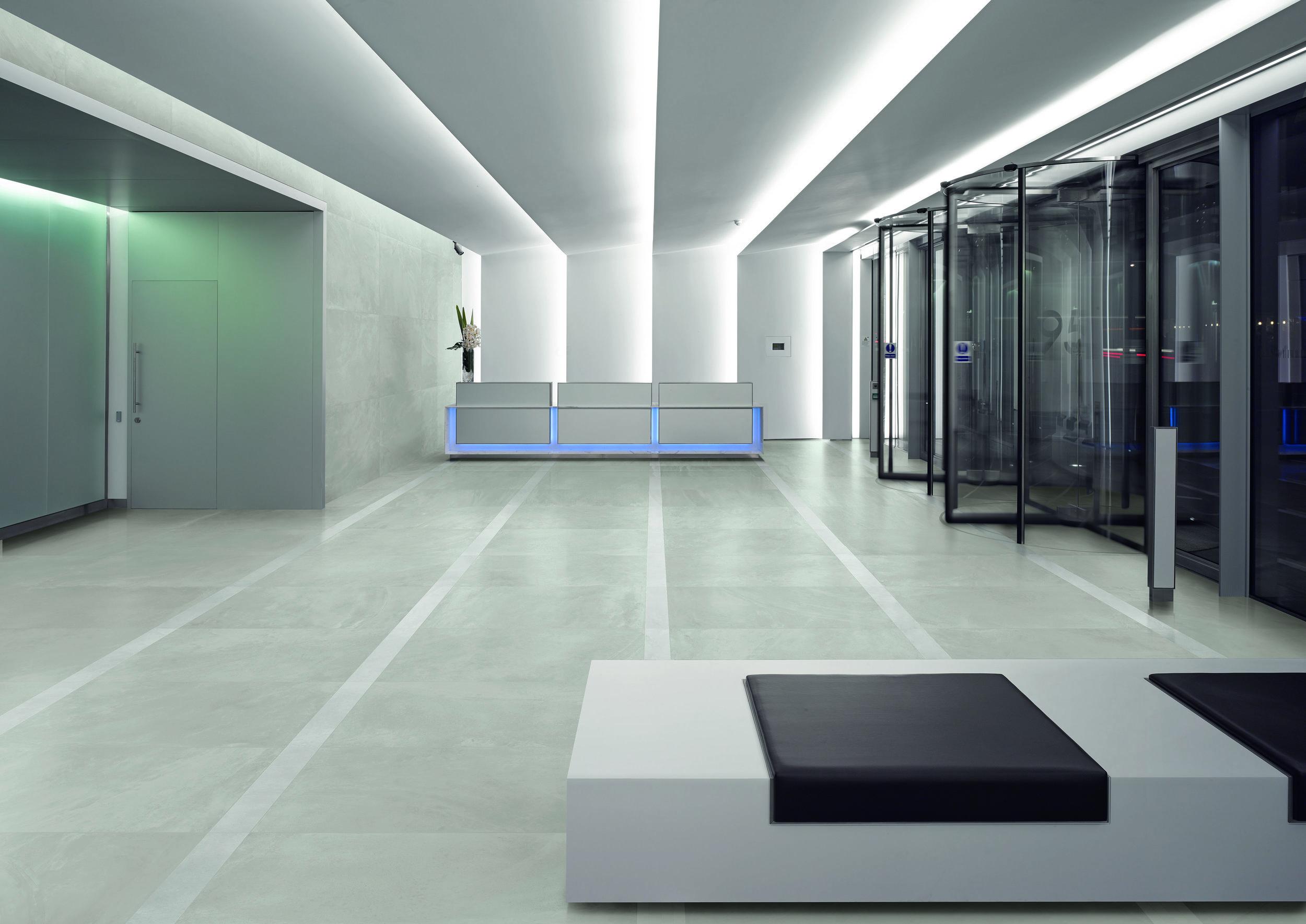 ArchitectResin BerlinGrey lapp 40x80 Amb scorrevoli.jpg