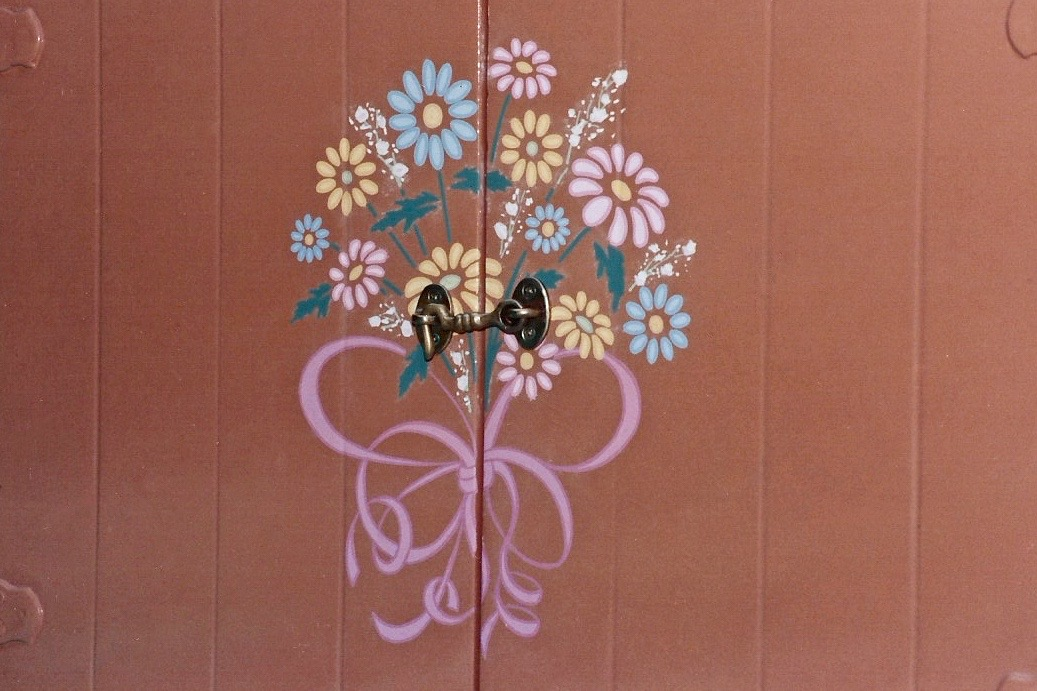 Hand painted Daisy Storybook Land boat graphics detail